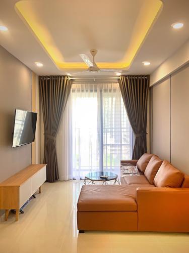 Phòng khách SSR Căn hộ Saigon South Residence đầy đủ nội thất, thiết kế hiện đại.