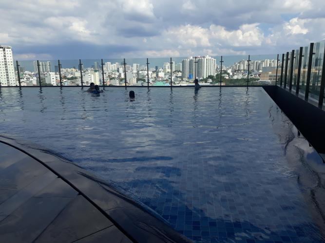 Hồ bơi Sunrise Cityview, Quận 7 Căn hộ Sunrise City View tầng cao, ban công đón view thành phố.