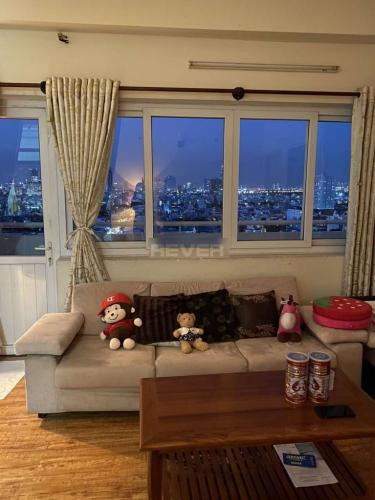Phòng khách chung cư Minh Thành, Quận 7 Căn hộ chung cư Minh Thành tầng trung, ban công view thành phố.