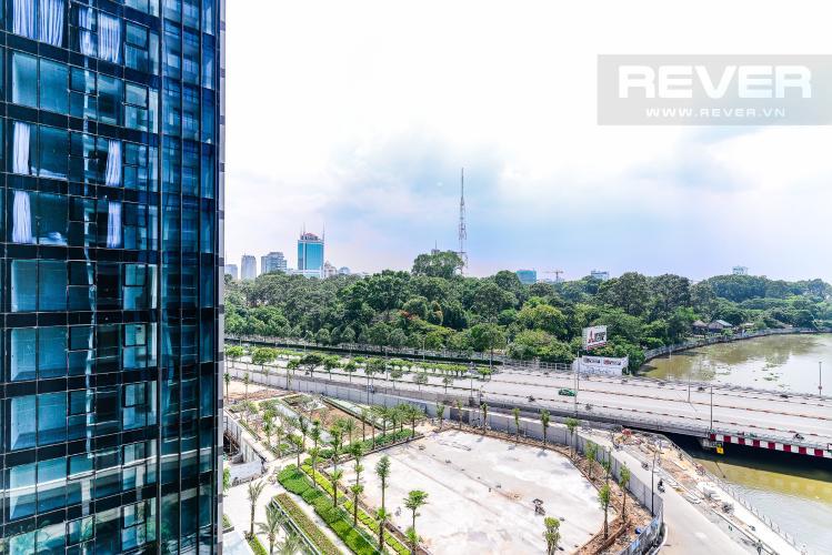 View Officetel Vinhomes Golden River 2 phòng ngủ tầng thấp A1 hướng Đông
