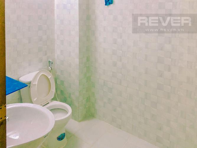 Phòng Tắm 1 Bán nhà phố trên đường Nguyễn Kim 69m2, 2PN 2WC, mặt tiền rộng