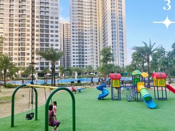 Bán căn hộ Vinhomes Grand Park nội thất cơ bản, view thành phố.