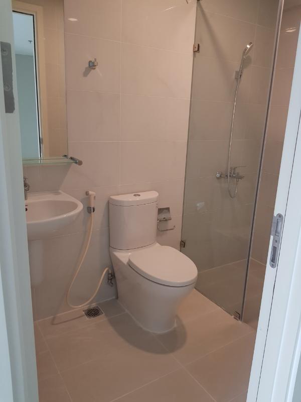 Toilet Bán căn hộ officetel Masteri An Phú, tầng thấp, tháp A, diện tích 46m2, không có nội thất, view hồ bơi