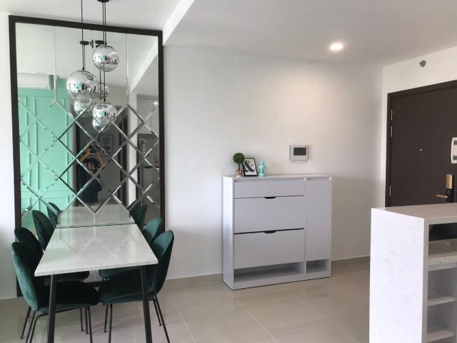 Cho thuê căn hộ Sunrise Riverside thuộc tầng thấp, 3 phòng ngủ, diện tích 95m2, đầy đủ nội thất.