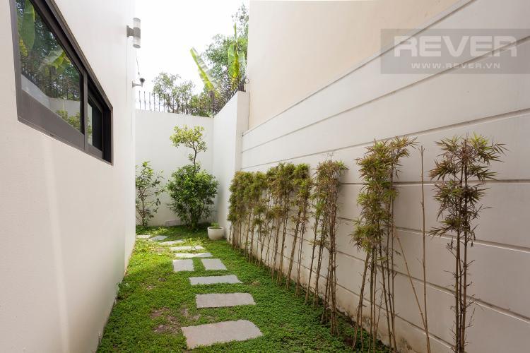 Hàng Lang Khuôn Viên Biệt thự 6 phòng ngủ Đường Số 6B Quận Bình Tân