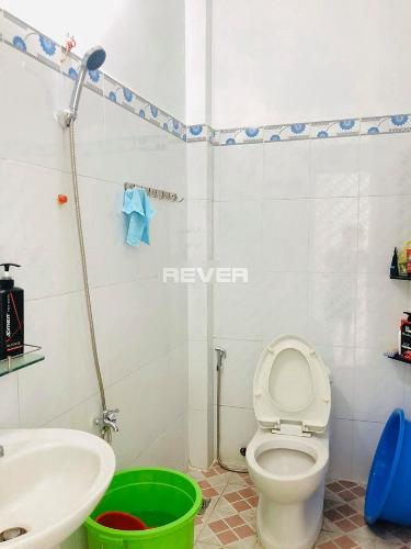 Phòng tắm nhà phố Bình Tân Nhà phố Bình Tân diện tích đất 50m2, nằm trong hẻm xe hơi.