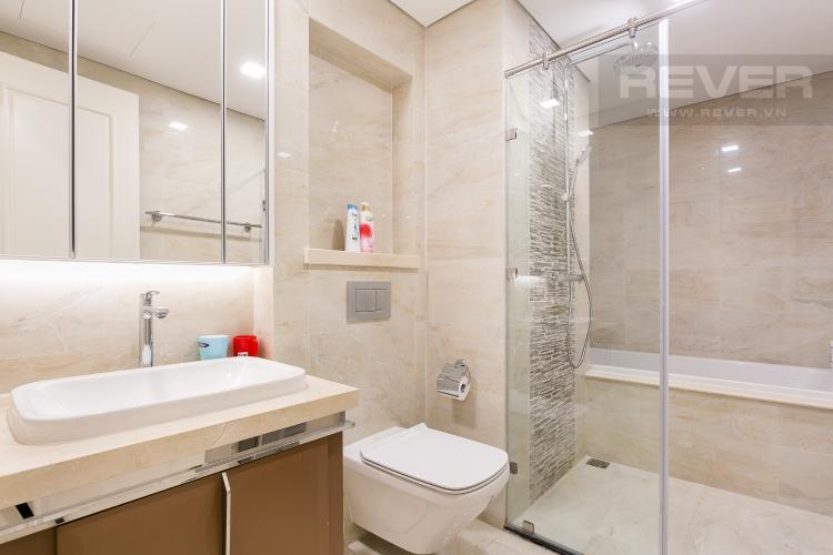 Phòng Tắm 1 Bán hoặc cho thuê căn hộ Vinhomes Golden River 3PN, tầng cao, đầy đủ nội thất, view sông Sài Gòn và Thủ Thiêm