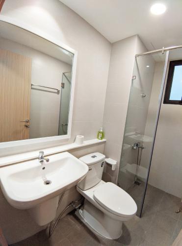 Phòng tắm căn 2PN Safira Cho thuê căn hộ Safira Khang Điền đầy đủ nội thất, view nội khu.