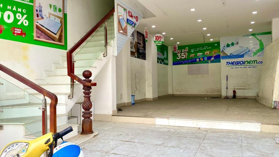 phòng khách Nhà phố hướng Đông Nam mặt tiền, diện tích sử dụng 432m2.