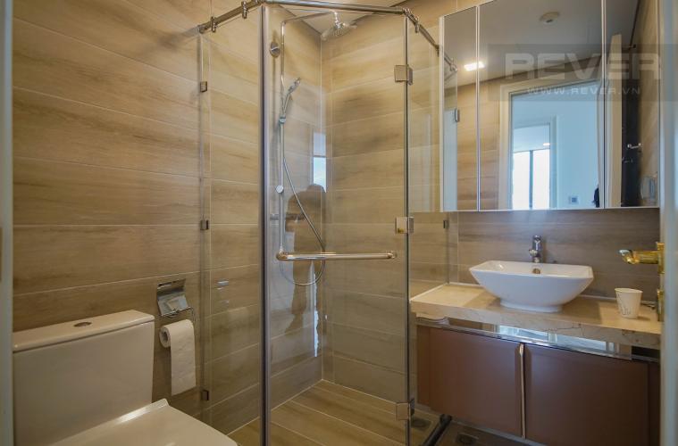 Phòng Tắm 1 Bán hoặc cho thuê căn hộ Vinhomes Golden River 3PN, tầng trung, đầy đủ nội thất, view sông Sài Gòn và Bitexco