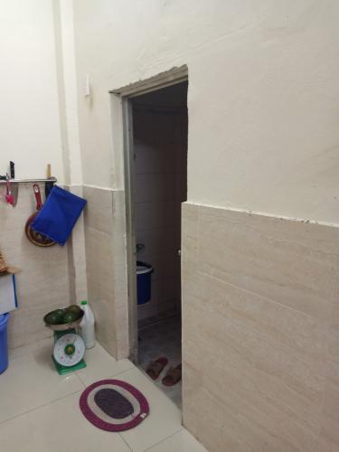 Phòng tắm nhà phố Hoàng Hữu Nam, Quận 9 Nhà phố hẻm Hoàng Hữu Nam đầy đủ nội thất, hướng Đông Bắc.