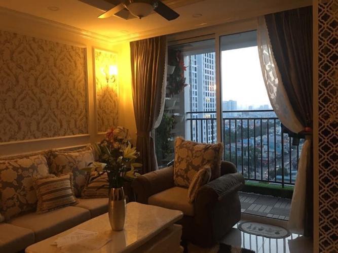 Căn hộ Richstar tầng 12 nội thất đầy đủ, ban công hướng Đông đón sáng.