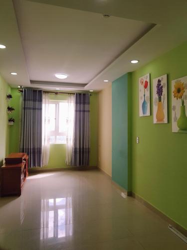 Căn hộ Topaz City tầng trung, view thoáng mát, nội thất cơ bản.