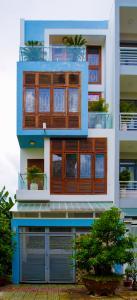 Bán nhà phố KDC ven sông Sadeco Q.7, 4 tầng, 5PN, đầy đủ nội thất, có hầm để xe