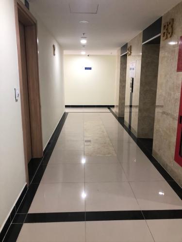 Hành lang Bán căn hộ Saigon Gateway tầng trung, 2 phòng ngủ, diện tích 66m2, nội thất cơ bản