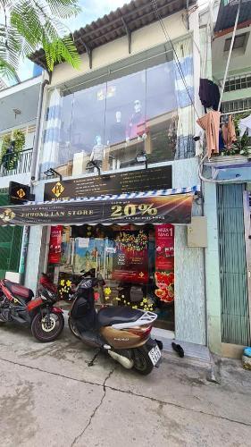 Bán nhà mặt tiền quận Bình Thạnh thuận tiện buôn bán, kinh doanh, pháp lý đầy đủ, giao nhà ngay.