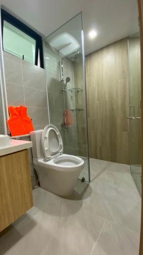 PHÒNG TẮM căn hộ Feliz En Vista Căn hộ Feliz En Vista tầng trung, view nội khu, đầy đủ nội thất.