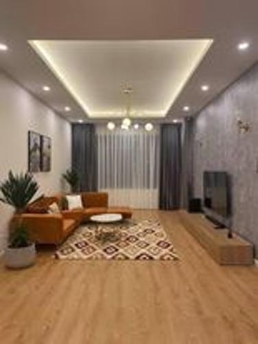 Căn hộ Saigon Pearl tầng thấp view thoáng mát, đầy đủ nội thất hiện đại.