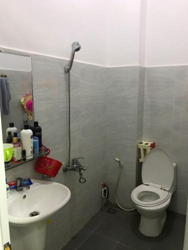 Phòng tắm nhà phố Thủ Đức Nhà phố Thủ Đức hướng Đông diện tích 4mx15m, hẻm xe hơi.
