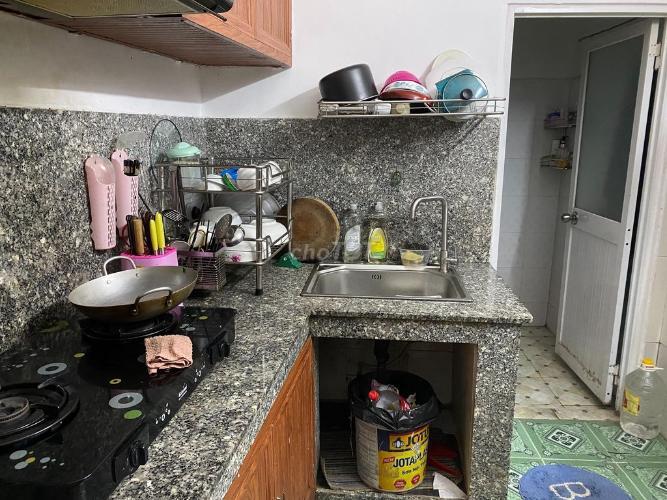 Phòng bếp nhà phố đường Số 20, Thủ Đức Nhà phố Thử Đức hướng Nam diện tích đất 60m2, nội thất đầy đủ.