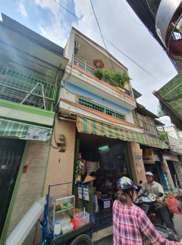 Nhà phố hướng Đông Bắc diện tích sử dụng 124m2, khu dân cư sầm uất.