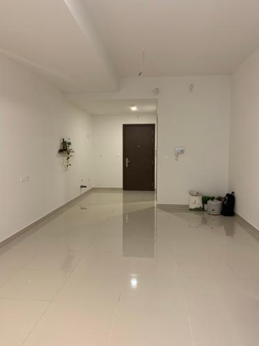 Phòng khách Office-tel Sunrise Cityview, Quận 7 Office-tel Sunrise Cityview ban công hướng Đông Nam, nội thất cơ bản.