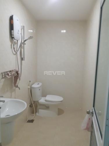 Phòng tắm nhà phố Phó Đức Chính, Quận 1 Nhà phố Quận 1 hướng Nam hẻm xe máy, cách chợ Bến Thành 200m.