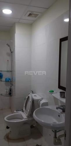 Phòng tắm căn hộ Topaz Home, Quận 12 Căn hộ Topaz Home ban công hướng Đông, nội thất đầy đủ tiện nghi.