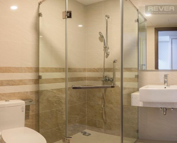 Phòng Tắm Bán hoặc cho thuê căn hộ Saigon Royal 1PN, tháp A, đầy đủ nội thất, view hồ bơi