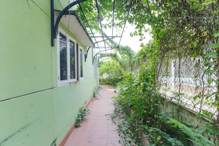 Hông Nhà Cho thuê mặt bằng rộng, có nhà hiện hữu, nằm tại mặt tiền đường quận Thủ Đức