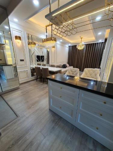 Căn hộ Feliz En Vista tầng cao, thiết kế phong cách tân cổ điển.