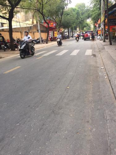 mặt tiền đường Nhà phố mặt tiền đường, thuận tiện kinh doanh buôn bán.