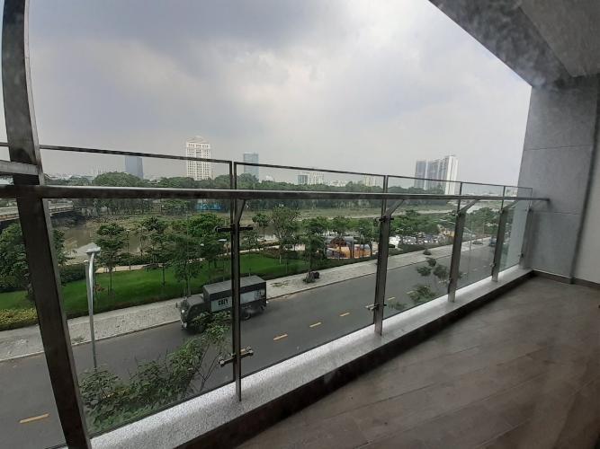 Ban công căn hộ PHÚ MỸ HƯNG MIDTOWN Cho thuê căn hộ Phú Mỹ Hưng Midtown 3PN, tầng thấp, diện tích 135m2, view công viên Hoa Anh Đào