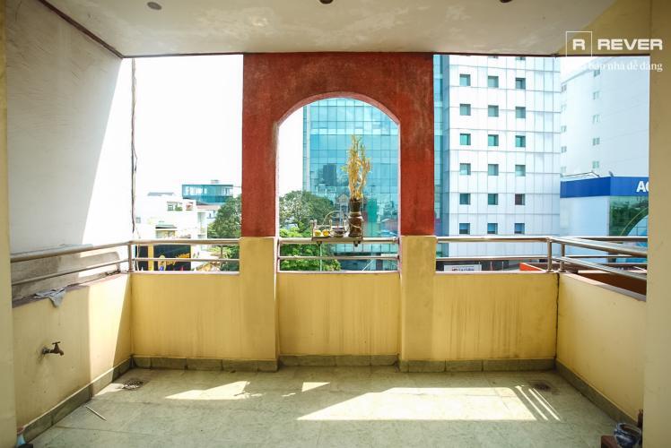 Sân thượng nhà phố Phú Nhuận Bán nhà mặt tiền đường Phan Đăng Lưu, Phú Nhuận, hướng Đông Bắc, cách công viên Phú Nhuận 70m