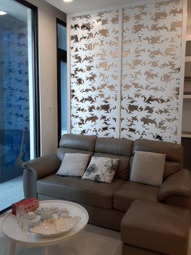 Phòng khách Vinhomes Golden River, Quận 1 Căn hộ tầng cao Vinhomes Golden River bàn giao đủ nội thất.