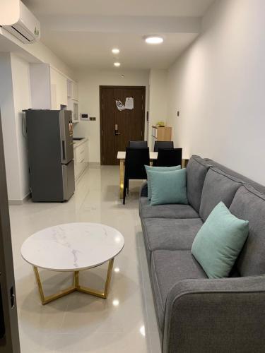 Phòng khách căn hộ Saigon Royal Căn hộ Saigon Royal nội thất cơ bản cao cấp, view nội khu yên tĩnh.