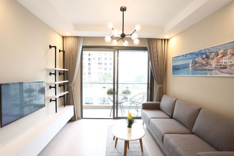phòng khách căn hộ The Gold View Căn hộ The Gold View đầy đủ nội thất sang trọng, view sông mát mẻ.