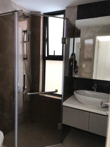 Phòng tắm căn hộ Hưng Phúc Premier, Quận 7 Căn hộ tầng 12 chung cư Hưng Phúc Premier view thành phố thoáng mát.