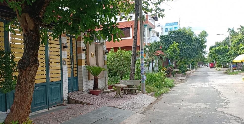 đường phía trước nhà phố Lê Văn Lương Nhà phố Nhà Bè đầy đủ nội thất, khu dân cư an ninh, yên tĩnh.