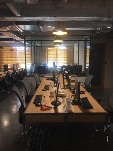 Căn hộ The Gold View nội thất văn phòng, ban công hướng Tây Nam.