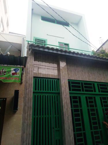 Bán nhà phố 2 tầng mặt tiền đường Đoàn Văn Bơ, không có nội thất, liền kề Đại học Nguyễn Tất Thành.