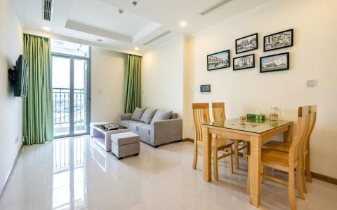 Bán hoặc cho thuê căn hộ Vinhomes Central Park 1PN, đầy đủ nội thất, view thành phố và sông Sài Gòn