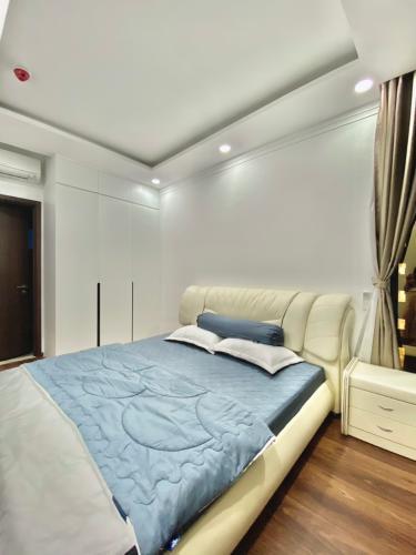 phòng ngủ căn hộ One Verandah Căn hộ One Verandah nội thất cơ bản, view thành phố.
