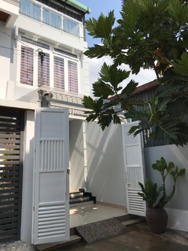 Cho thuê nhà phố 3 tầng đường Nguyễn Văn Quỳ, phường Phú Thuận, quận 7, diện tích đất 70m2, đầy đủ nội thất