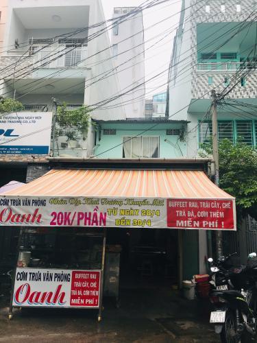 Bán nhà mặt tiền 2 tầng đường Lê Quốc Hưng, P.14, Quận 4, diện tích đất 87.2m2, sổ hồng chính chủ.