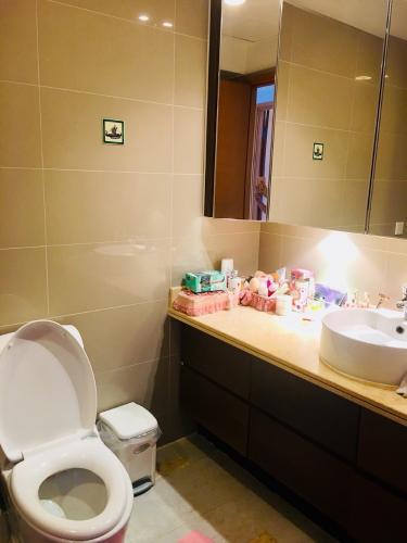 Phòng tắm căn hộ Saigon Pearl Căn hộ Saigon Pearl đầy đủ nội thất phong cách hoàng gia, cổ điển.