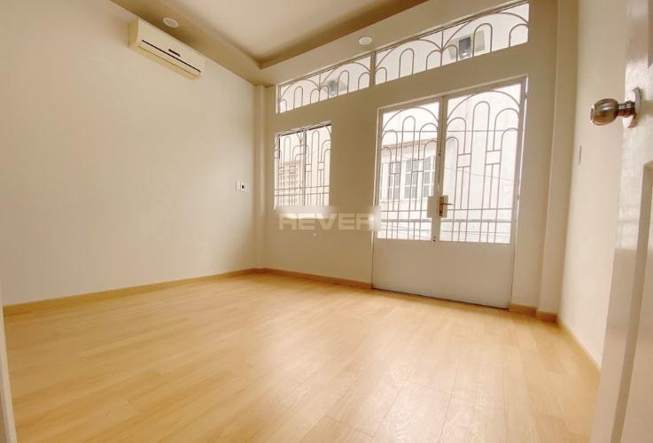Phòng ngủ nhà phố đường Đoàn Thị Điểm Nhà phố trung tâm Quận Phú Nhuận, nội thất cơ bản.