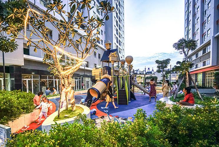 Nội khu - khu vui chơi Moonlight Park View Office-tel Moonlight Park View tầng thấp, view nội khu hồ bơi.