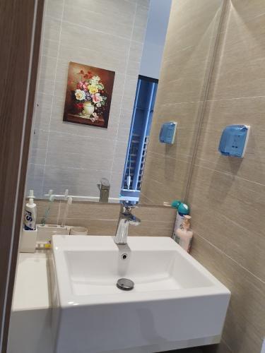 Toilet Vinhomes Grand Park Quận 9 Căn hộ Vinhomes Grand Park 2 phòng ngủ, đón view nội khu.