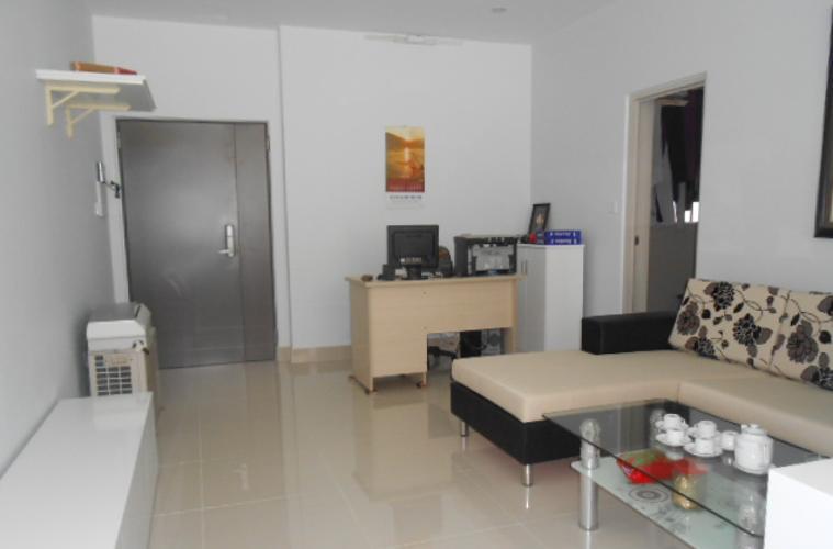 Phòng khách La Casa, Quận 7 Căn hộ La Casa tầng trung, ban công hướng Nam view thành phố.